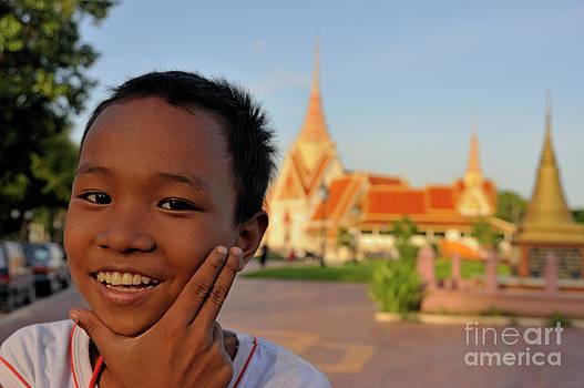 Sami Sarkis - Smiling boy portrait by the Royal Palace