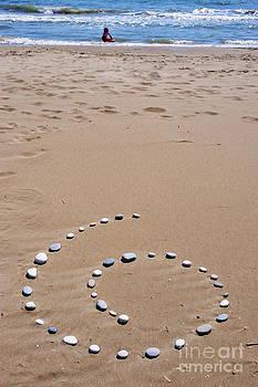 Sami Sarkis - Spiral of pebbles on beach