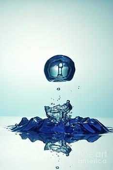 Sami Sarkis - Splashing Droplet into water