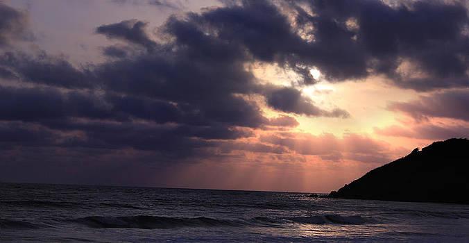 Sunrays from heaven by Saurabh Shenai