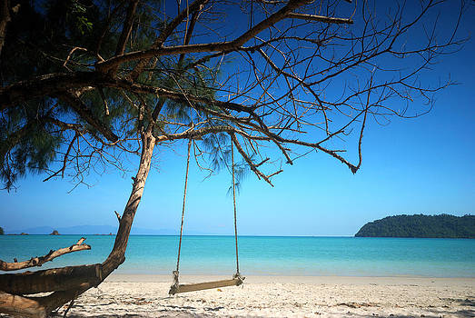 Swing on the beach by Teerapat Pattanasoponpong