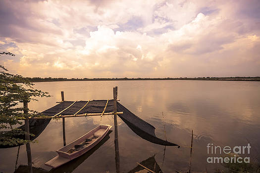 The blue sky and a boat by Wittaya Uengsuwanpanich
