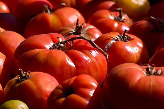 Tomato by Zsuzsanna Szugyi