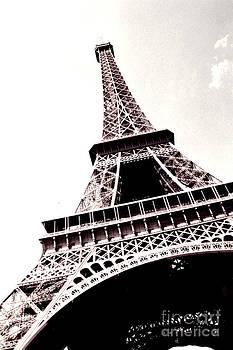Tour d'Eiffel by Sherrie Cork