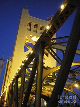 Tower Bridge by Linda Battles