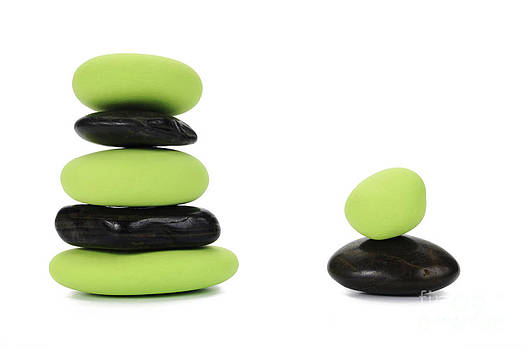 Sami Sarkis - Two stacks of green and black pebbles by alternance