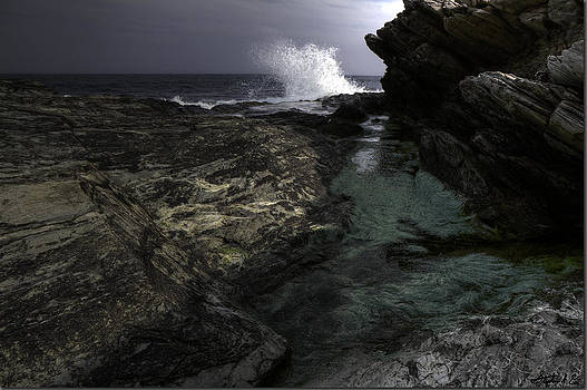 Waves at Beavertail by Stephen EIS