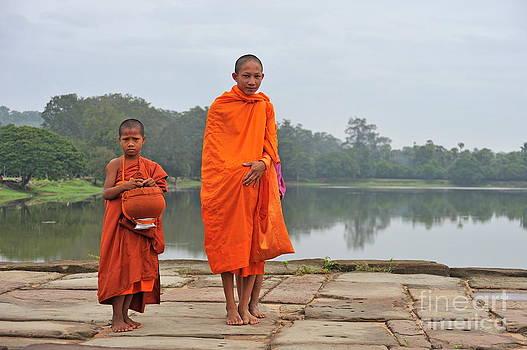 Sami Sarkis - Young monks portrait on their way to Angkor Wat