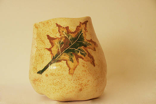 A Pot On A Leaf by Itzhak Richter