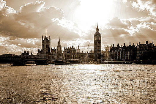 Big ben and houses of parliament in London by Patricia Hofmeester