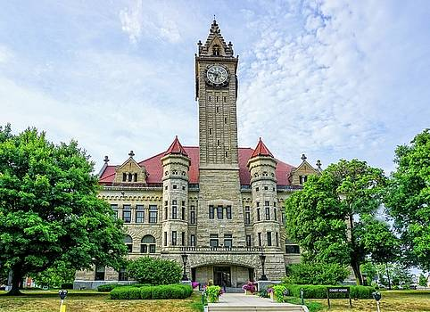 Bowling Green Court House by Mary Timman