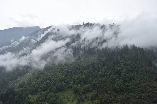 Cloudy by Sumit Mehndiratta