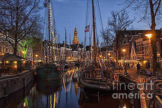 Patricia Hofmeester - Groningen at night with boats and lights
