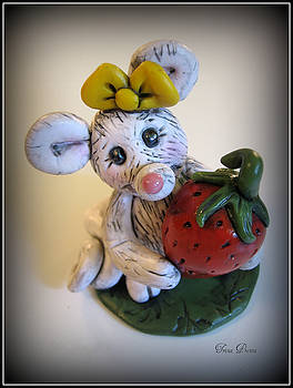 Little Mouse Big Strawberry by Trina Prenzi