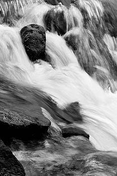 Stream flow by Les Cunliffe