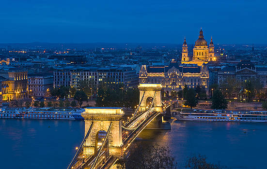 The Chain bridge in Budapest by Kobby Dagan