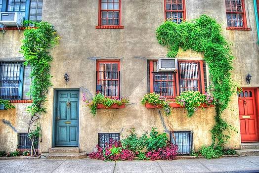 Washington Mews Cozy Cottage by Randy Aveille