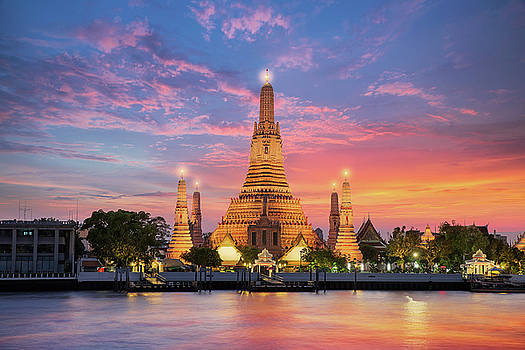 Wat Arun by Anek Suwannaphoom