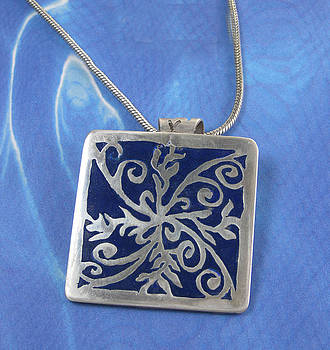Dianne Brooks - 1227 Blue Hawaiian Quilt Square