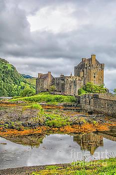 Eilean Donan castle by Patricia Hofmeester