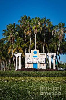 Miami Beach by Juan  Silva