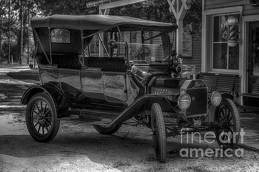 1916 Ford - Model T by Liane Wright