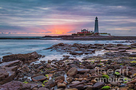 Dawn at St Marys Lighthouse. by John Cox