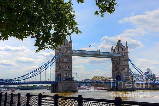 Svetlana Sewell - Tower Bridge