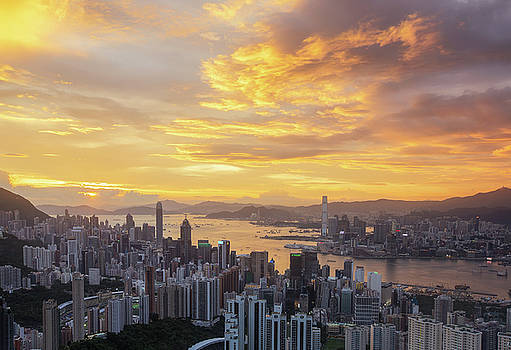 Hong Kong City  by Anek Suwannaphoom