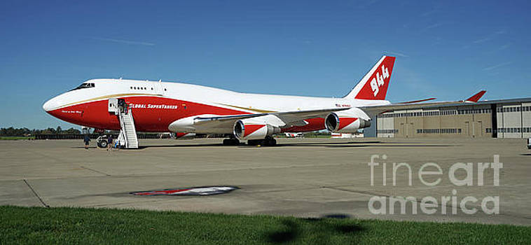 747 Supertanker by Bill Gabbert