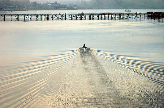 A boat approaching Mon bridge in Sangkhlaburi by Jirawat Cheepsumol
