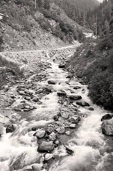 A quiet river by Sumit Mehndiratta