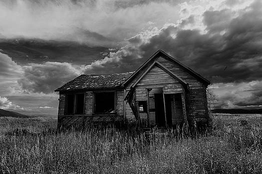 Abadoned Farm House Swan Valley ID by Troy Montemayor