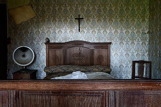 Abandoned Bed Room Cross - Urban Exploration by Dirk Ercken
