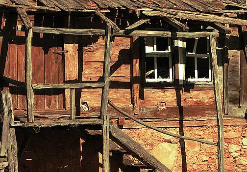 Abandoned home by Christo Christov
