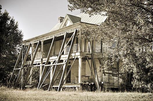 Abandoned Plantation House #3 by Andrew Crispi