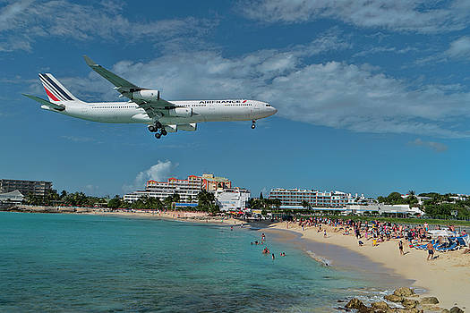 Air France at St Maarten airport by David Gleeson