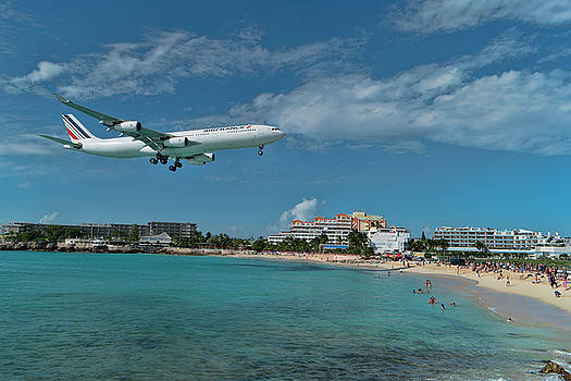 Air France landing at St. Maarten airport. by David Gleeson