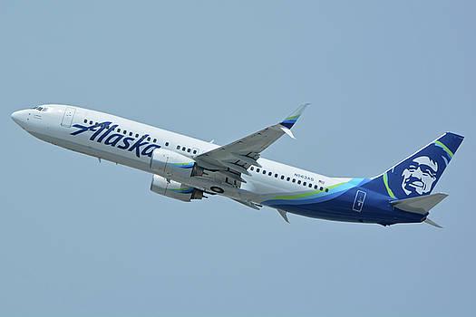 Alaska Boeing 737-890 N563AS Los Angeles International Airport May 3 2016 by Brian Lockett