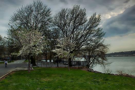 Along the Hudson River by Thomas Mack