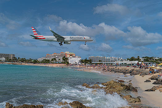 American Airlines landing at St. Maarten airport by David Gleeson