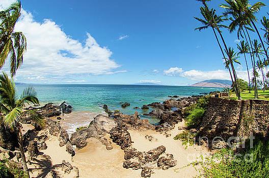 Amzing beach in Hawaii islands by Micah May
