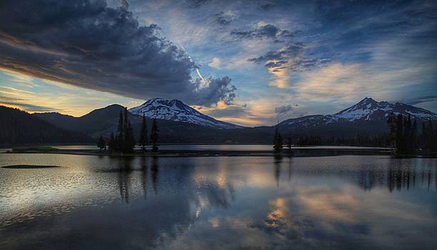 An evening at Sparks Lake by Lynn Hopwood