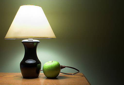 Apple Powered Lamp by Rob Byron