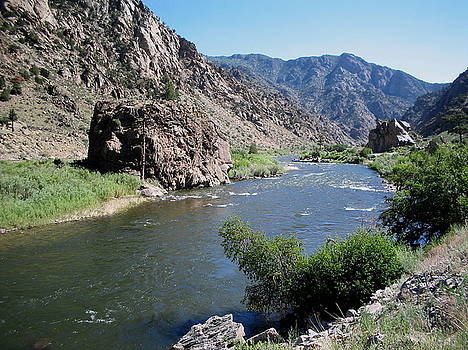 Approaching Royal Gorge by CGHepburn Scenic Photos