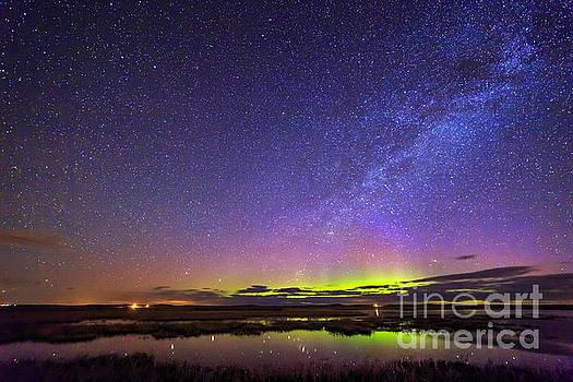 Aurora at Benton Lake by John Lee