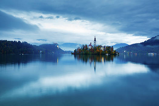 Autumn dusk at Lake Bled by Ian MiddlAutumn colours at Lake Bledeton