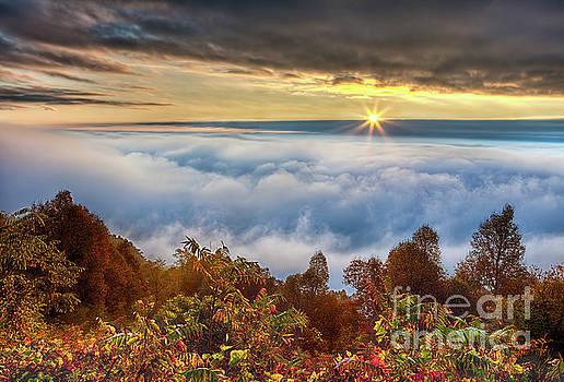 Dan Carmichael - Autumn Sunrise on Cloud Tops