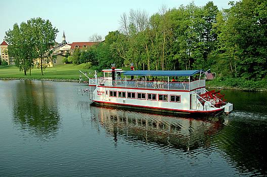 LeeAnn McLaneGoetz McLaneGoetzStudioLLCcom - Bavarian Belle leaves the dock Michigan