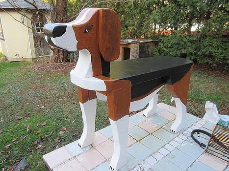 Beagle Bench by Gordon Wendling